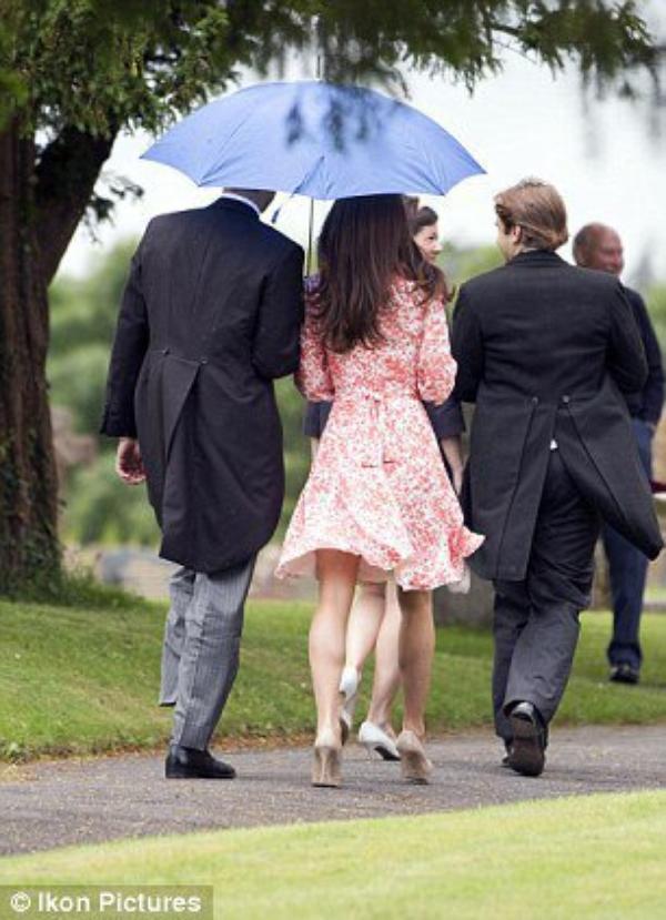 Kate au mariage d'une amie