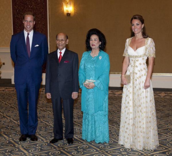Kate resplendissante accompagnée de son prince pour un dîner royal