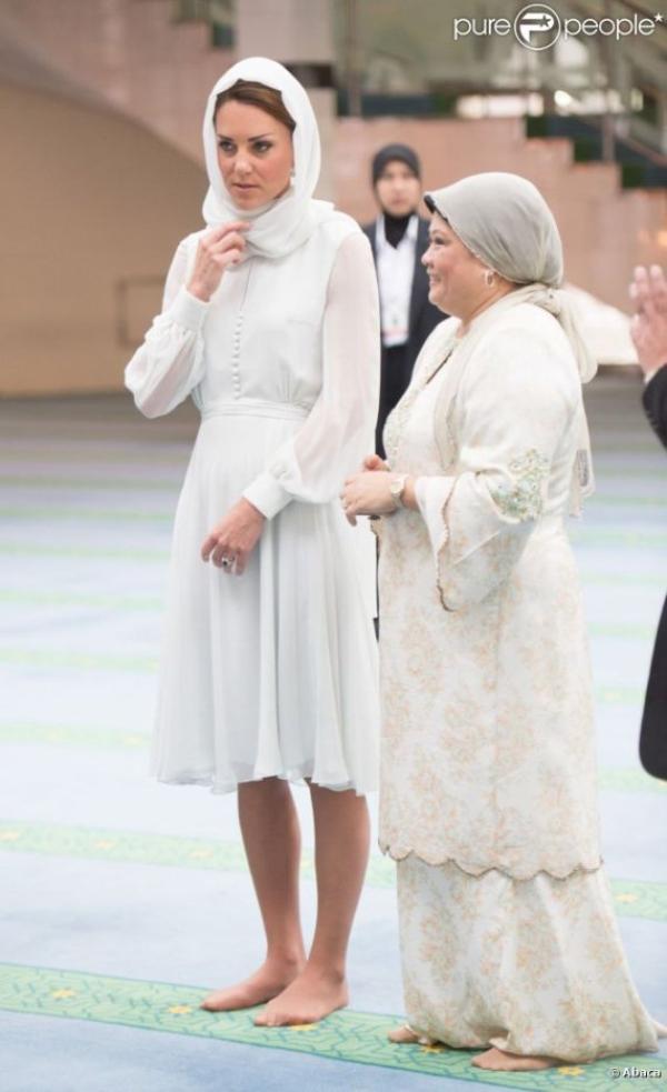 Kate et William visitant une mosquée