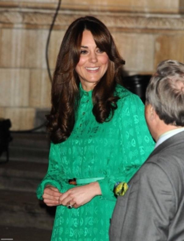 Kate lors d'un vernissage pour une exposition