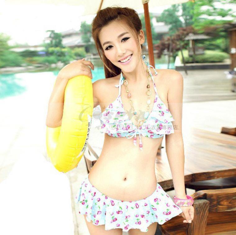 胸元にフリルギャザーのトップスがフリルがキュートなビキニ水着 3点セット  - コスプレ衣装【通販cosplay】