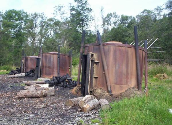 Metiers de la Forêt _ _ Fabrication du charbon de bois