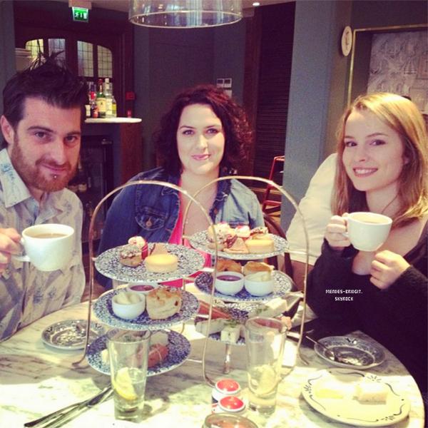 . Le 18 juin 2013 : Bridgit est arrivée à Londres pour la promotion de son album. Elle s'est rendu directement à son hôtel .