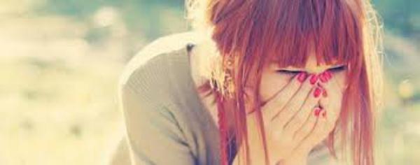 Quand Tu plaques Une fille et que tu lui dit de ne pas pleurer , c'est comme si tu coupais un arbre et que tu lui disais de ne pas tomber..<3