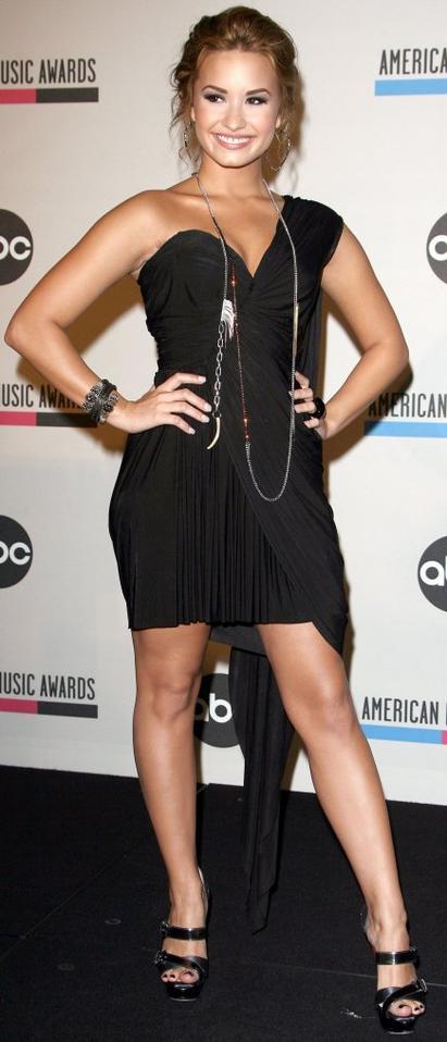 Robe: Demi Lovato O1