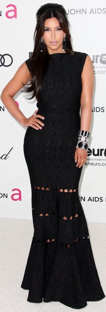 Robe: Kim Kardashian O5