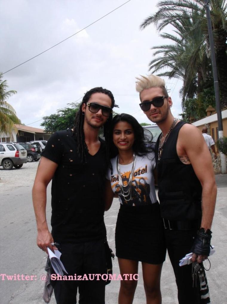 Bill et Tom avec des fans à Willemstad, Curaçao.