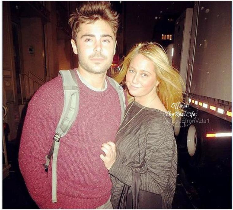 © ZEfron™  16.12.2012  -  Deux photo de Zac et ses Fan's sur le Tournage du Film Are We Officially Dating à New York.