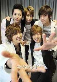 DRAMA boys over flower
