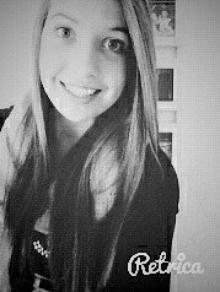 Une tristesse au fond de mon sourire, comme un sourire au fond de ma douleur..<3