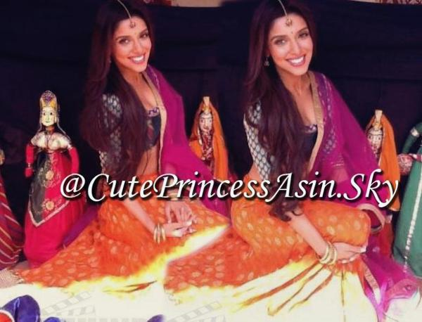 Asin @ Jaipur : Bol Bachchan