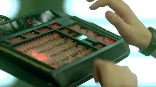 Le clavier du supercalculateur de Code Lyoko Evolution en vente sur eBay !