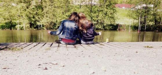 Une soeur , tu vois celle qu'est toujours là pour toi? qui t'lâche pas? qui à gagner ta confiance pour toujours.