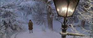 Narnia Chapitre 1 : Lucy regarde dans une armoire