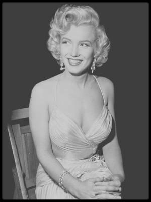 """4 Décembre 1953 / Photos Phil STERN, Marilyn au """"Shrine Auditorium"""" de Los Angeles pour un gala de bienfaisance pour les enfants, avec notamment les humoristes Jack BENNY, Bob HOPE ou encore le crooner Danny THOMAS."""