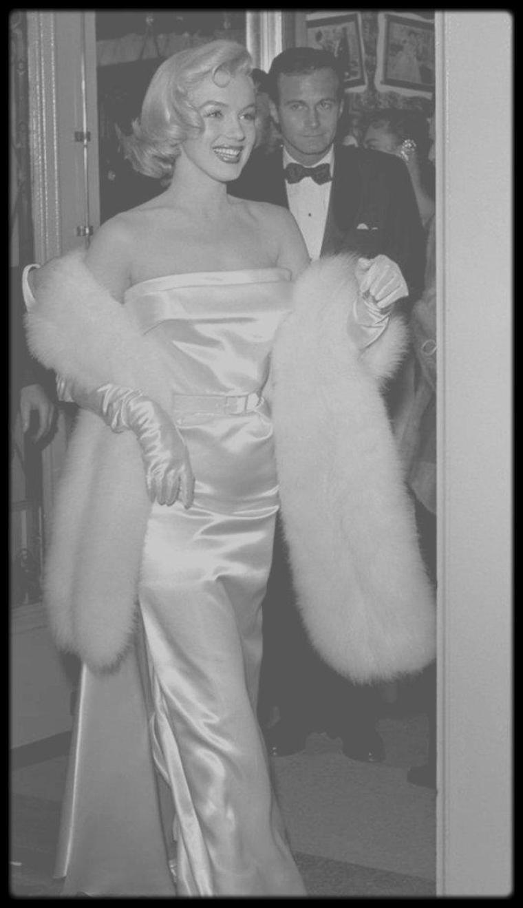 """4 Mars 1953 / Marilyn est conviée à la Première de la pièce de théâtre """"Call me madam"""" au """"Fox Ritz Theatre"""""""