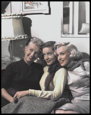 "1953 / Marilyn, Lauren BACALL and Betty GRABLE on the set of ""How to marry a millionaire"". (certaines photos signées Earl THEISEN)."