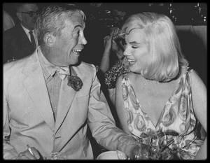 """5 Août 1960 / C'est au """"Mapes Hotel"""", lors du tournage de """"The misfits"""", que toute l'équipe et les acteurs du film sont conviés à un double anniversaire, celui du réalisateur John HUSTON et de la femme de Clark GABLE, Kay."""