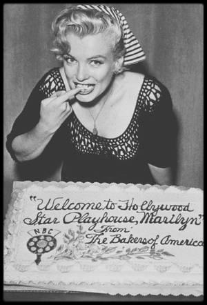 21 Août 1952 / Marilyn fait ses débuts à la radio (après la première expérience de 1946) en interprétant une meurtrière dans « Statement in full » pour l'émission « Hollywood Star Playhouse ». L'enregistrement fut réalisé aux studios NBC (1500 Vine  Street, Hollywood).