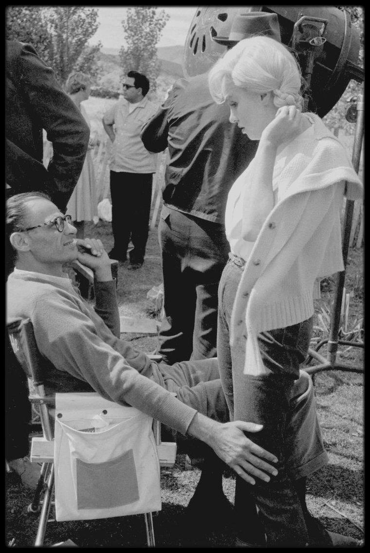 "1960 / Marilyn et Arthur lors du tournage de ""The misfits"", Reno, NEVADA. (photos signées Eve ARNOLD, Bruce DAVIDSON, Elliott ERWITT, Dennis STOCK)."