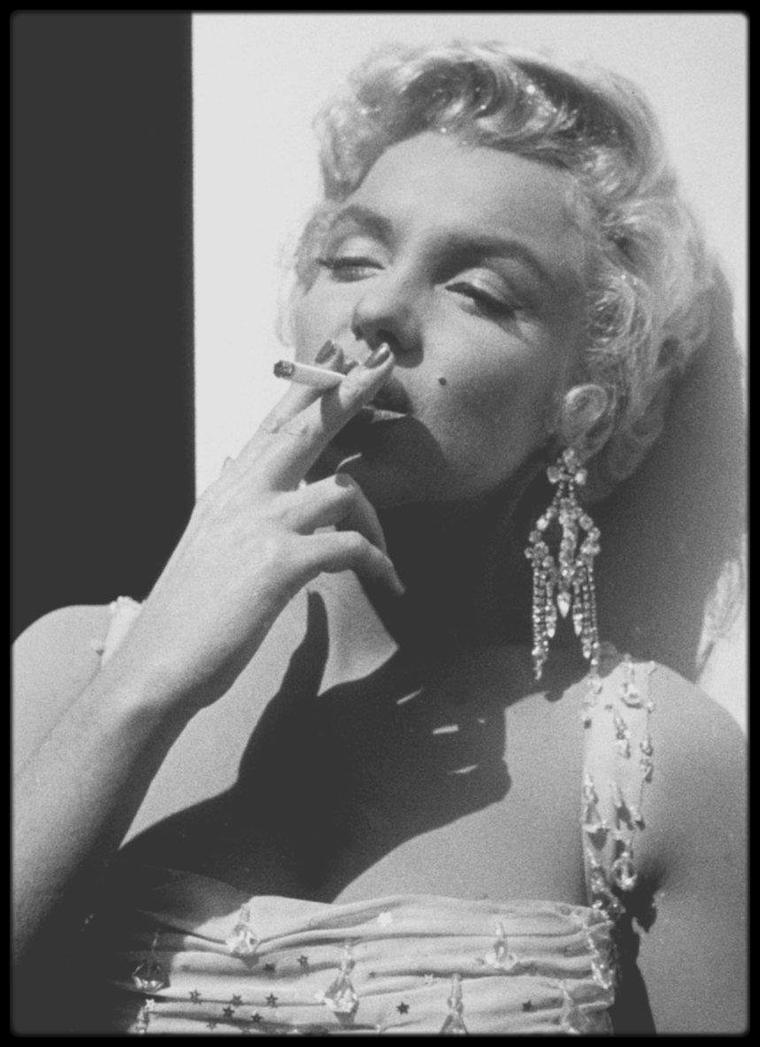 """1954 / Photos Gene LESTER, Marilyn lors du tournage du film """"There's no business like show business""""."""