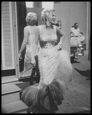"1954 / Photos Gene LESTER, Marilyn lors du tournage du film ""There's no business like show business""."