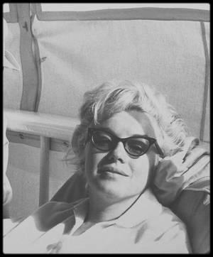 """Août 1961 / Marilyn en invitée sur le yacht """"Romanoff"""" avec Frank SINATRA, avec qui cette année elle entretient une idylle, Dean MARTIN et des amis à Newport beach en Californie."""
