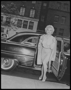"""22 Juin 1959 / Marilyn fut hospitalisée au """"Lenox Hill Hospital"""" de New York pour y être opérée le mardi 23 d'une nouvelle opération de l'endomètre par le Dr Mortimer RODGERS. Arthur MILLER la ramena dans leur appartement de New York."""