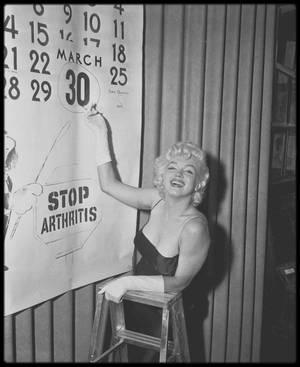 """Février 1955 / Marilyn assista à la présentation de la soirée organisée par Mike TODD et le cirque """"Ringling Brothers Circus"""", au """"Madison Square Garden"""", au profit de la Fondation pour l'arthrose et les affections rhumatismales qui aura lieu le 30 mars."""