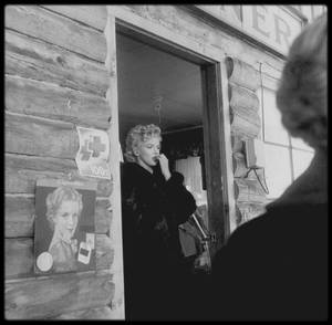 "1956 / Marilyn lors du tournage du film ""Bus stop"", en Idaho, Sun-Valley... Photos Milton GREENE and Zinn ARTHUR."