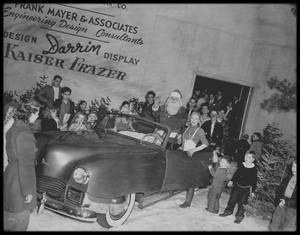 """1946 / Joyeux NOËL à toutes et à tous avec la jeune Marilyn et les automobiles """"KAISER FRAZER""""."""