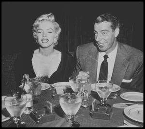 """12 Septembre 1954 / Marilyn et Joe dînent au restaurant à la mode de New York, le """"El Morocco""""."""