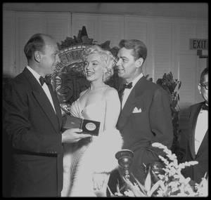 "1954 / Marilyn lors de la soirée ""Photoplay Magazine"". (part II)."