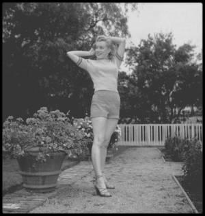 1950 / Young Marilyn by Earl LEAF.