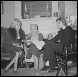 5 Février 1959 / Le couple MILLER rencontra la romancière Carson McCULLERS qui les convia à un dîner dans sa maison de Nyack, dans l'état de New-York, rejoint plus tard par la femme de lettres, Karen BLIXEN.