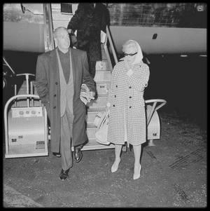 2 Avril 1961 / Marilyn et Joe DiMAGGIO (avec qui elle est restée amie), de retour à New-York après un séjour de repos en Floride.