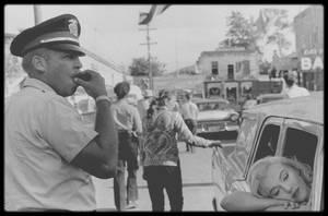 """1960 / Marilyn, Clark GABLE, Montgomery CLIFT, Eli WALLACH et Thelma RITTER lors du tournage de l'une des scènes du film """"The misfits"""", sous l'objectif de Cornell CAPA."""