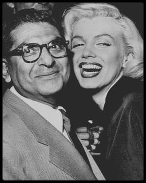 14 Février 1953 / Marilyn est conviée au mariage de la chroniqueuse mondaine Sheilah GRAHAM, accompagnée de Sidney SKOLSKY ; d'autres personnalités sont conviées, telle Mitzi GAYNOR entre autres.