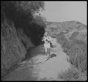8 Août 1950 / (part II) Marilyn en ballade sur les hauteurs d'Hollywood sous l'objectif d'Edward CLARK.