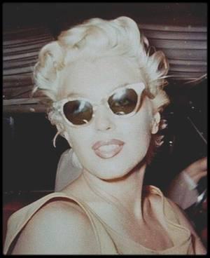 """1955 / Jolies candides de Marilyn à New-York prisent sur """"le vif"""" par HASPIEL."""