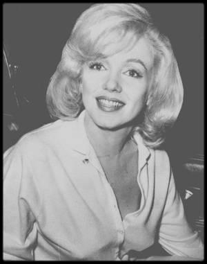 """5 Mars 1961 / (Part II) Pour cause de surmenage, Marilyn est hospitalisée durant 4 semaines au """"Columbia Presbyterian Medical Center"""" ; à sa sortie, une horde de journalistes l'attend..."""