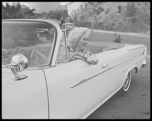 29-30 Juin 1962 / Candides de George BARRIS. (Marilyn et son attachée de presse Pat NEWCOMB).