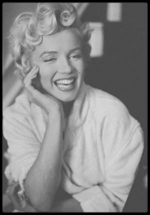 """1954 / Marilyn en pause entre deux scènes du film """"The seven year itch"""" (Photos Elliott ERWITT et Bob HENRIQUES)."""