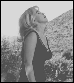 """1960 / Marilyn dans une scène du film """"The misfits"""" vue par Inge MORATH. (Part II)."""