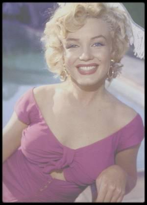 3 Août 1952 / (Part VI) Marilyn lors de la fête organisée en son honneur par la Fox chez le chef d'orchestre et jazzman Ray ANTHONY. (Ray ANTHONY party).