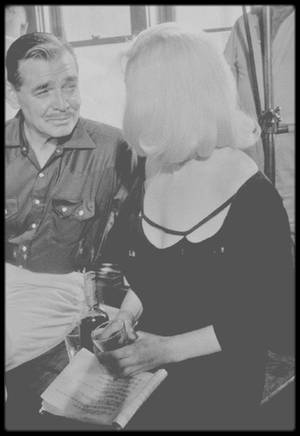 """1960 / Gay (Clark GABLE) et Roslyn, le couple mythique du film """"The misfits""""."""