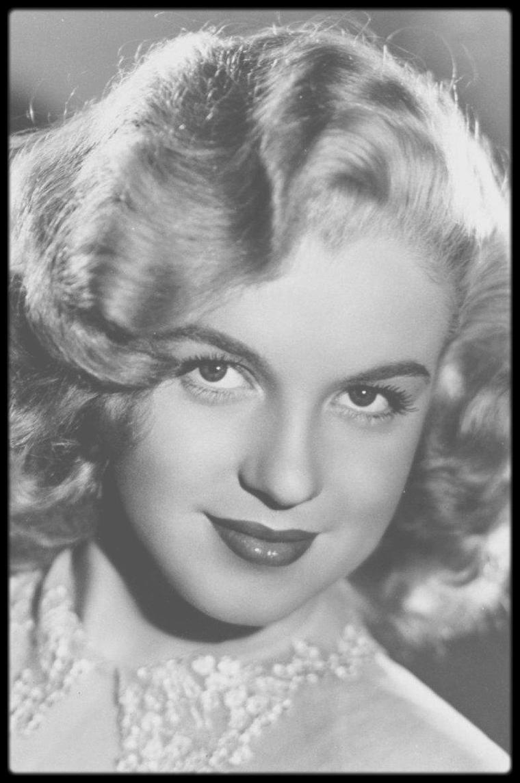 """1948 / Marilyn chante """"Anyone can see i love you"""" dans le film """"Ladies of the chorus"""". PAROLES ET TRADUCTION DE LA CHANSON."""