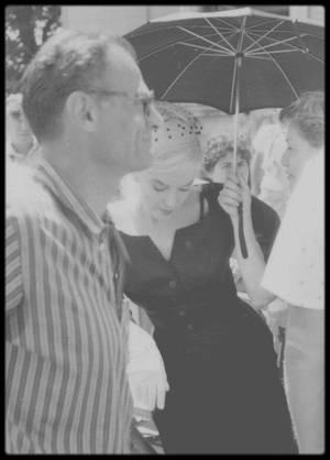 """1960 / Marilyn lors des répétitions d'une scène du film """"The misfits"""", où elle doit se rendre au tribunal pour divorcer... (début du film)."""