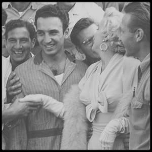 """8 Septembre 1954 / (PART IV) Marilyn arrive à New York pour débuter le tournage des extérieurs du film """"The seven year itch""""."""