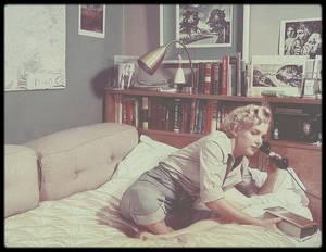 "1951 / Marilyn sous l'objectif de John FLOREA dans sa chambre du ""Beverly Carlton Hotel""."